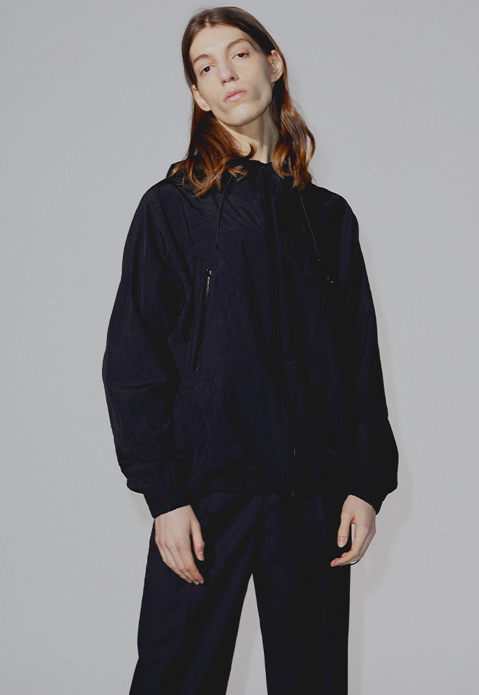 Contrasting Windbreaker_ Black