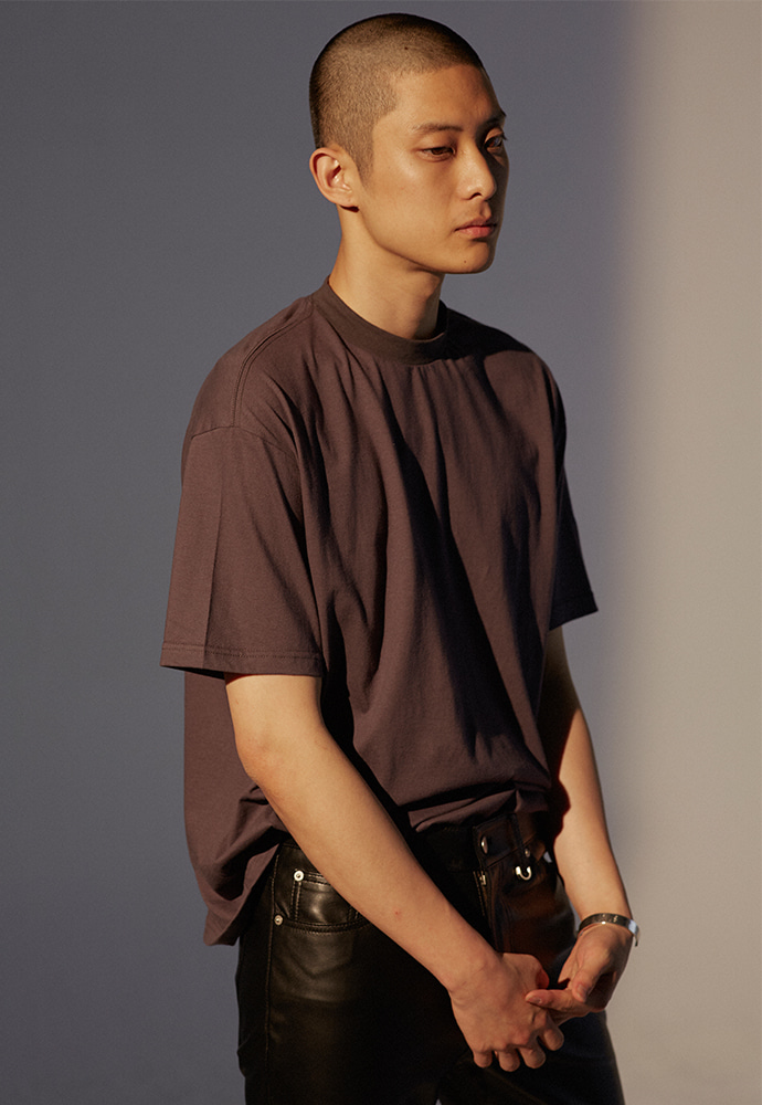 Signature Mock-Neck T-Shirt_ Charcoal
