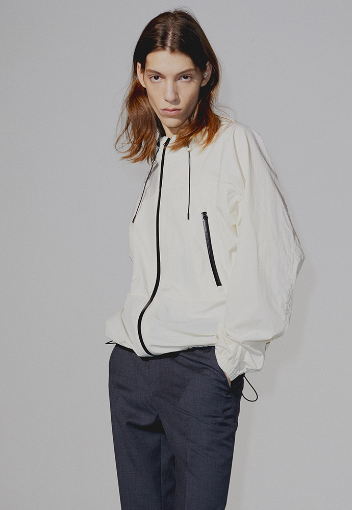 Contrasting Windbreaker_ Cream