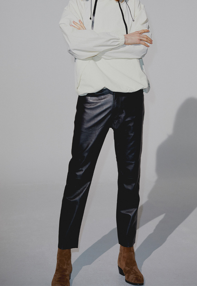 [라비 착용] Port Leather Slim Trousers